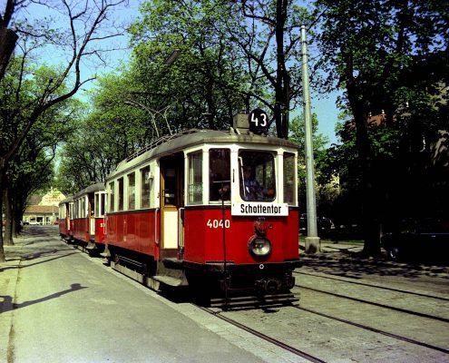 M 4040 mit einem Drei-Wagenzug in der Dornbacher Straße, 1973.